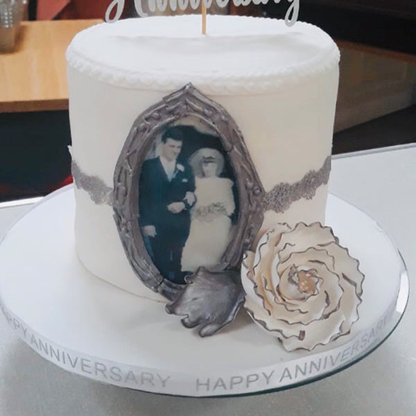 Anniversary cake using edible photo icing